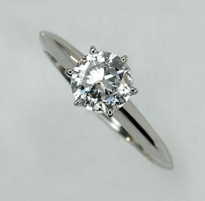 Platin Verlobungsring mit Einkaräter Diamant